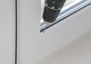 Сверление отверстий для установки горизонтальных жалюзи системы INTEGRA G-FORM