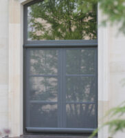 Итальянские рулонные москитные сетки Klip 40 на окне