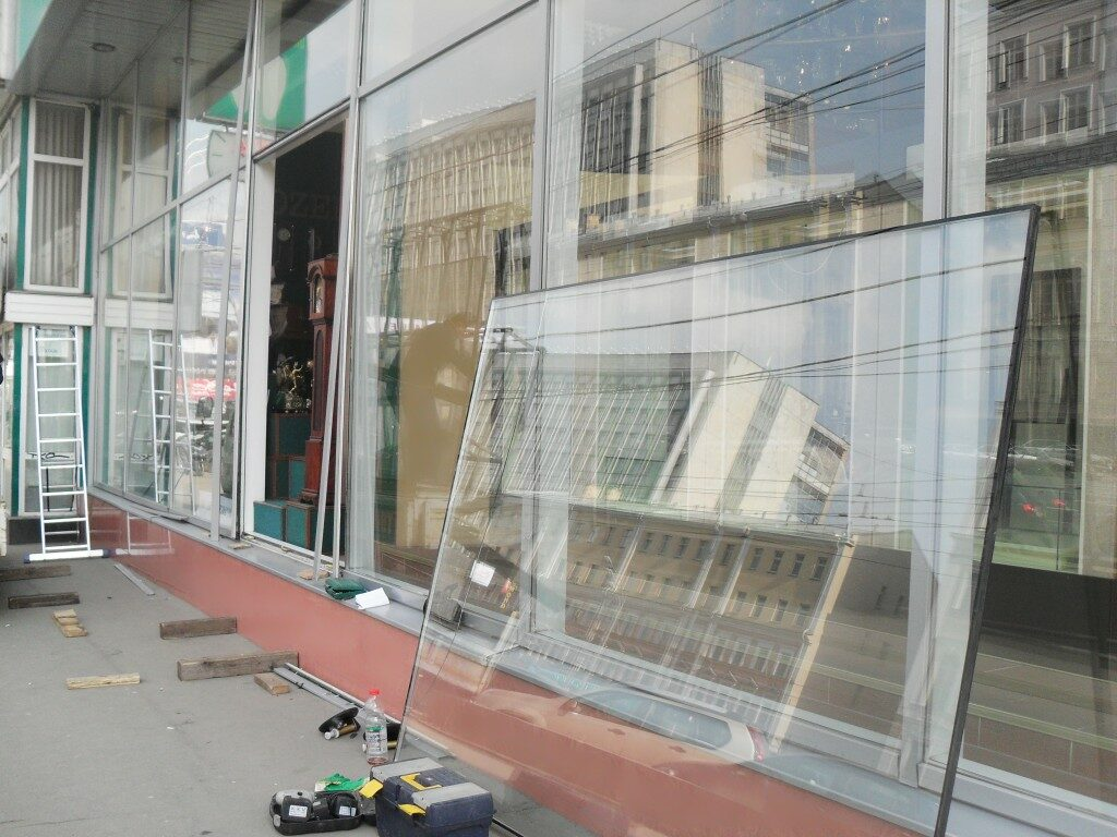 Замена витринного стеклопакета