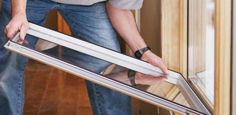 монтаж стеклопакета в деревянное окно