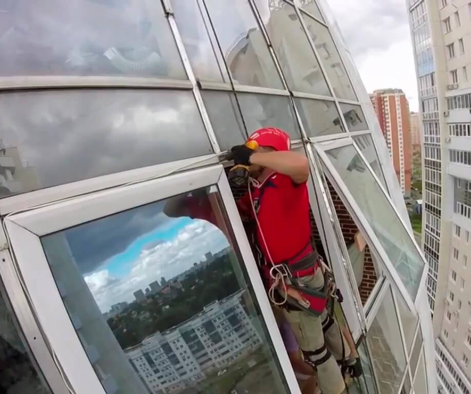 Замена стеклопакета на высоте