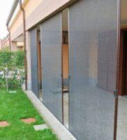 москитная сетка плиссе на заднем дворе